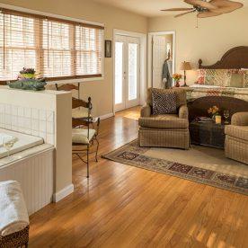 Savannah Suite with Jacuzzi tub