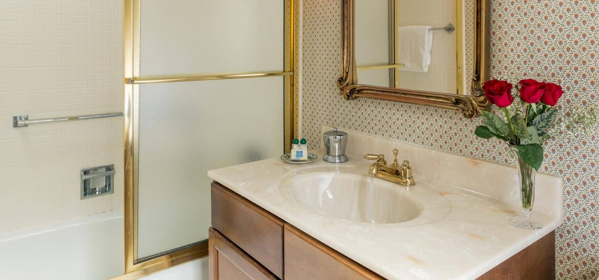 Carriage House Suite bathroom