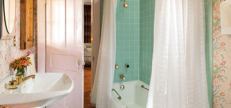 Rockwell Suite bathroom