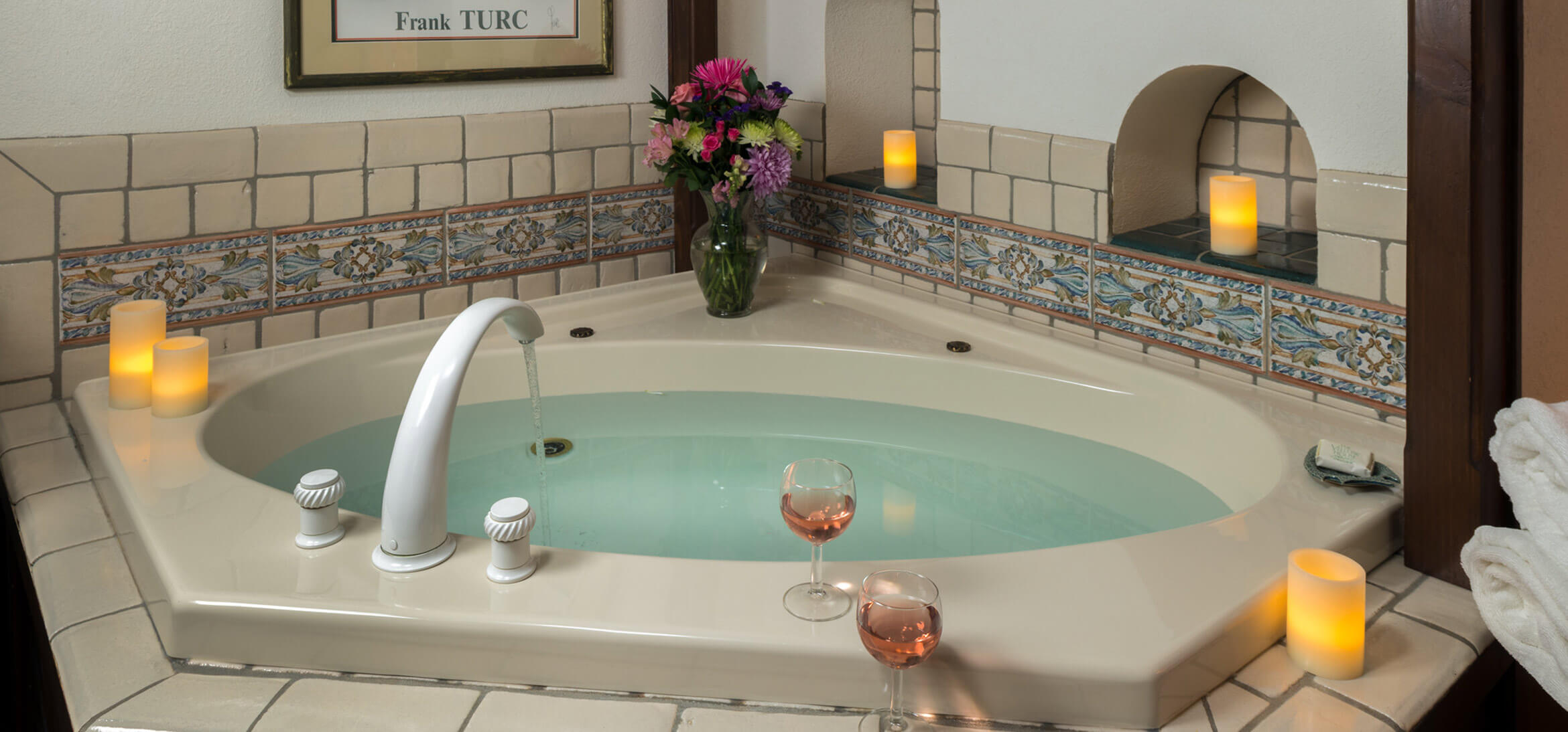 Vineyard Suite Jacuzzi bath