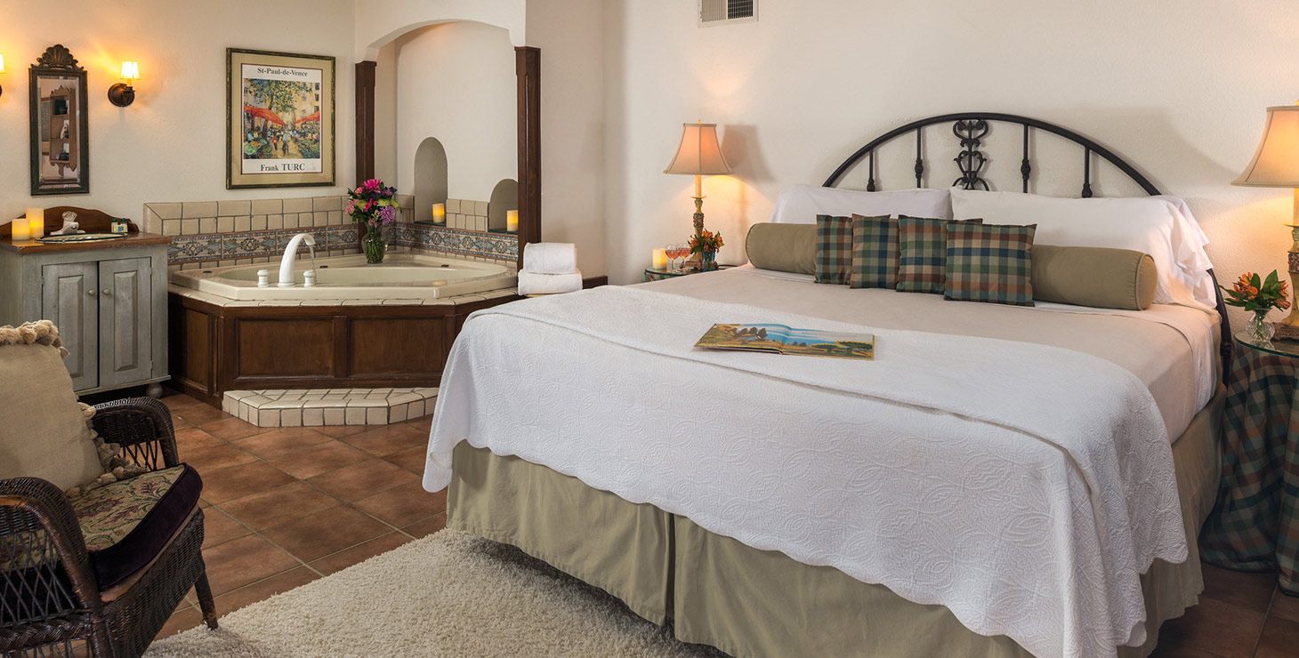 Vineyard Suite bed and Jacuzzi bath