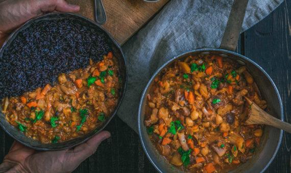 Two big pots of chili