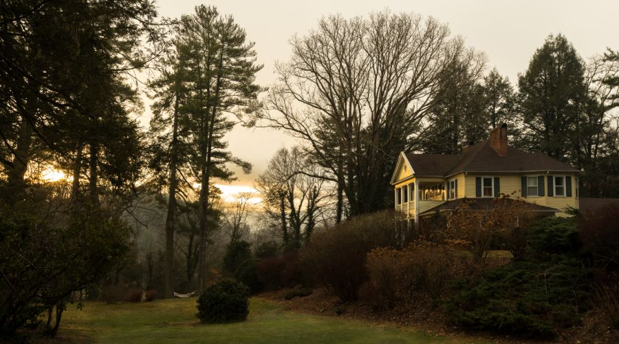 Yellow House Lodging Near Maggie Valley